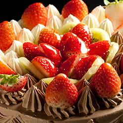 苺がたっぷりデコレーションケーキ